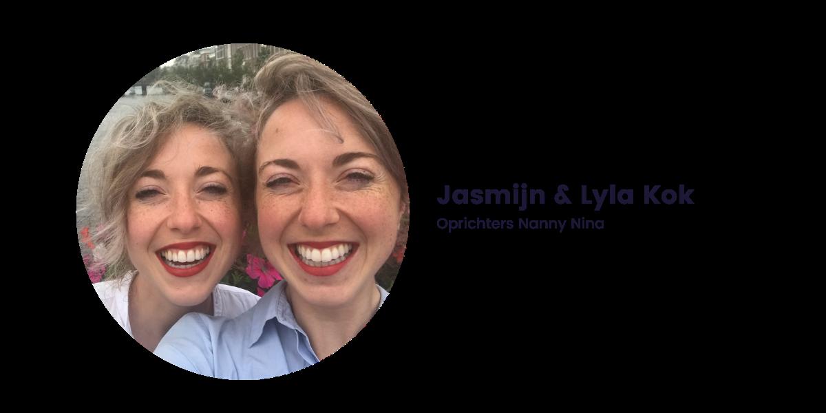 een selfie van Jasmijn en Lyla breed lachend in de camera