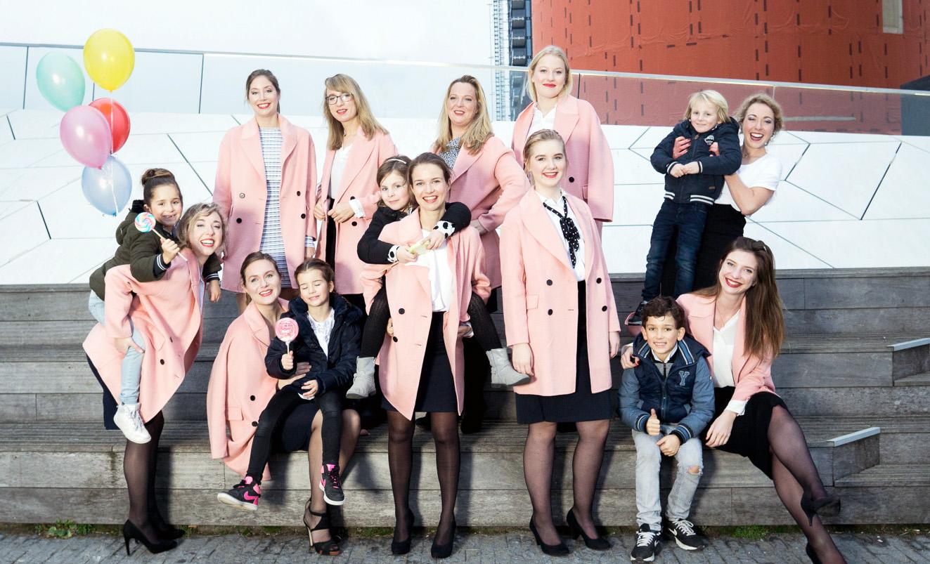 team Nanny Nina met roze jassen aan