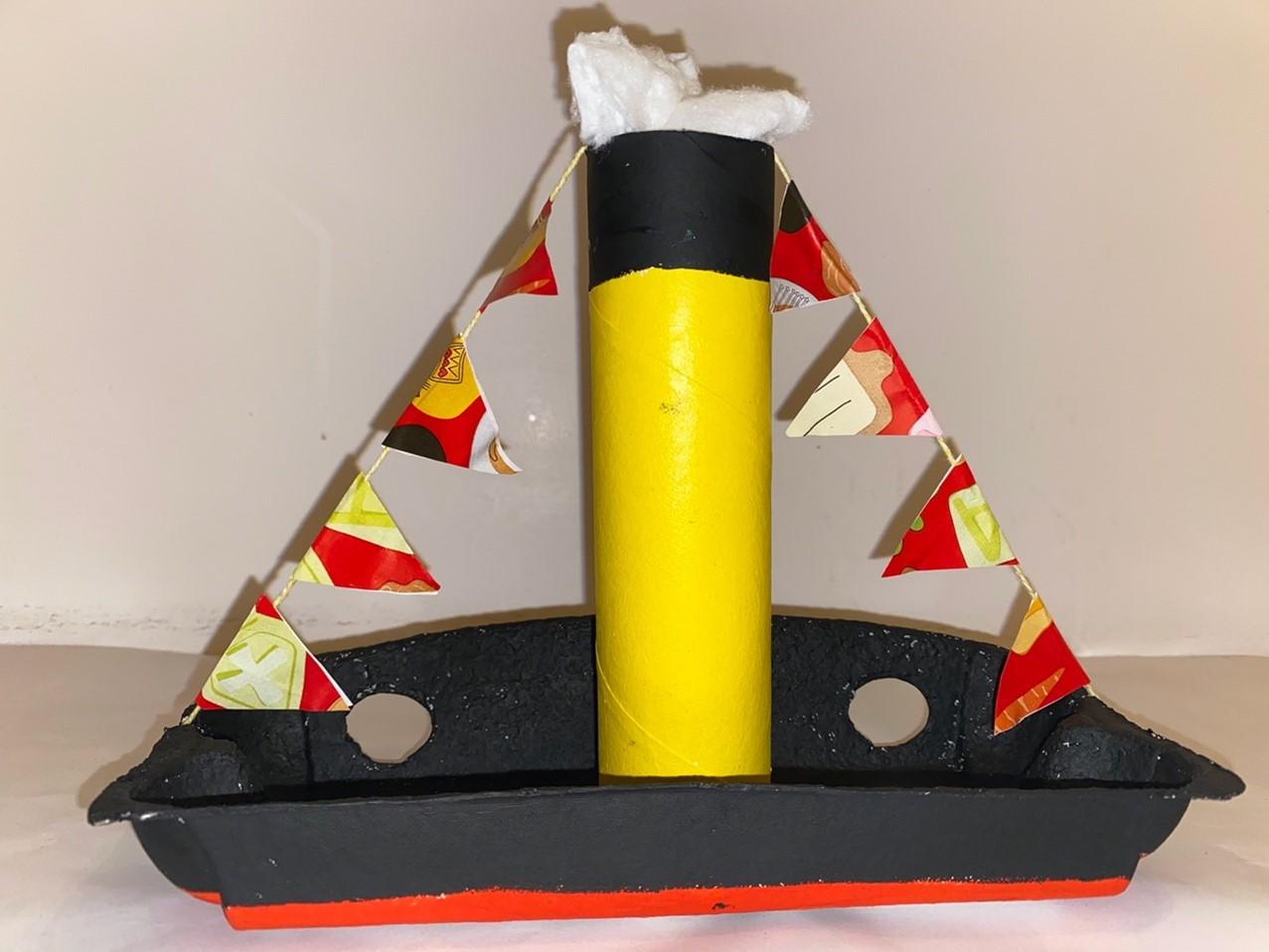 Stoomboot van Sinterklaas geknutseld van papier en karton